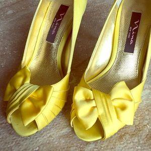 SZ 7 Nina Yellow Satin Peep Toe Bow Heels